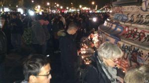 Crowds Paris VOA