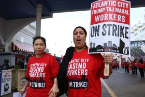 Workers on strike at Trump Taj Mahal Atlantic City. Source: facebook.com/UNITEHERELocal54/